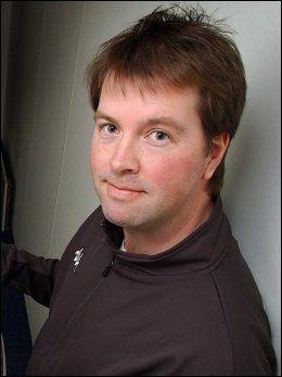 - IKKE KONTROVERSIELT: Teddy Moen i Norsk Fotballtrenerforening mener Uwe Rösler har ryggen fri. Foto: Scanpix