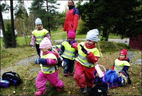 AKTIVITET: Barn trenger stimuli som lek i naturen, mener Berit Waale. Foto: Cornelius Poppe / SCANPIX