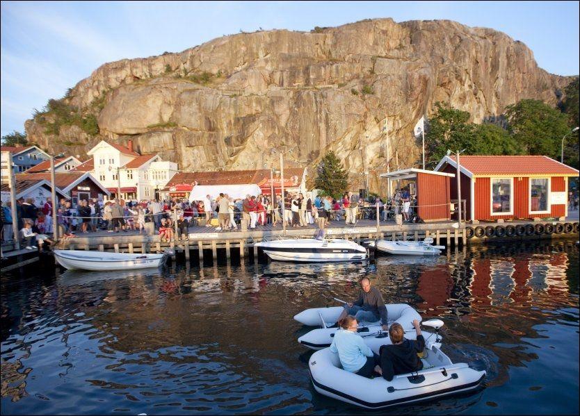 FJÄLLBACKA: Den idylliske svenske vestkystbyen er overstrødd av lik i Camilla Läckbergs bøker. ALLE FOTO: TERJE BRINGEDAL Foto: