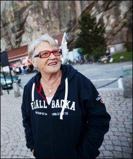 STOLT MAMMA; Gunnel Läckberg er stolt av sin kriminalforfatter-datter, som stør om seg med lik i fødebyen, Fjällbacka. Foto: Terje Bringedal