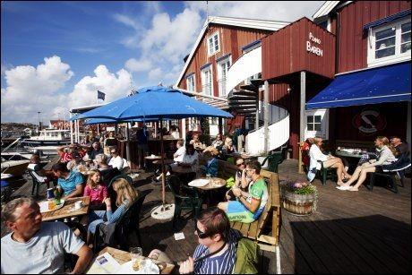 FJÄLBACKA: Mye liv og mange turister hele sommeren. Foto: Terje Bringedal