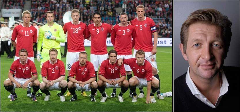 NORGES LAG: Her er det norske herrelandslaget fotografert foran privatlandskampen mot Frankrike i august. Den kampen gikk på TV 2 og ble sett av 702.000 nordmenn. I morgen kveld blir det ikke i nærheten av like mange seere. Kanskje bare 50.000, anslår Knut Kristian Hauger (t.h.). Foto: Scanpix