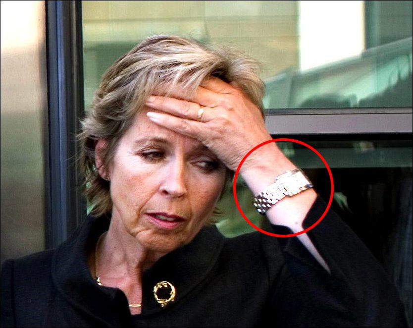 LUKSUSKLOKKE: Denne luksusklokken taksert til 7375 kroner fikk daværende forsvarsminister Anne-Grete Strøm-Erichsen av den sveitsiske forsvarsministeren i 2007. Bildet er tatt under en kongress for Befalets fellesorganisasjon i 2008. Totalt har hun mottatt luksusgaver til en samlet verdi av 55.375 kroner. Foto: MARTE VIKE ARNESEN