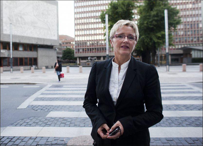 IKKE GULL MED ALT SOM GLIMRER: Liv Signe Navarsete har gått kanossagang etter at det ble offentlig kjent at hun hadde mottatt et rådyrt armbånd fra Røkke-Eide Aker Yards. Foto: Markus Aarstad