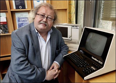 ADVARER: Professor Jon Bing mener at fildelerne må forberede seg på å betale erstatning. Foto: Nils Bjåland