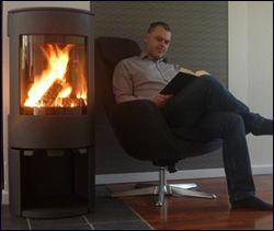 DEN NYE PEISOVNEN er mer praktisk enn peisen som stod i stuen da Kristiansen flyttet inn. Foto: hjem.no