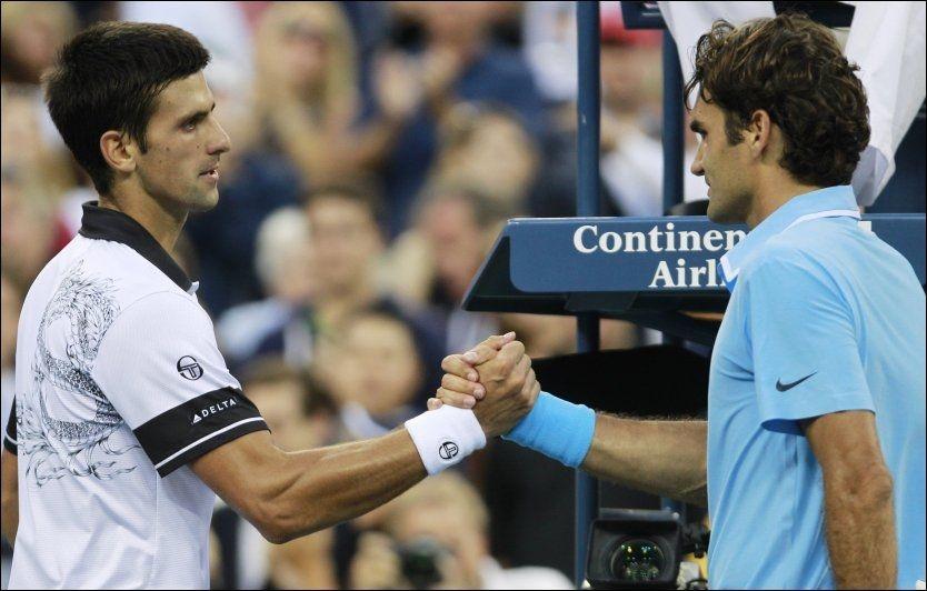 EPISK SEMI: Semifinalen mellom Djokovic og Federer ble en klassisker som førstnevnte vant. Foto: AP