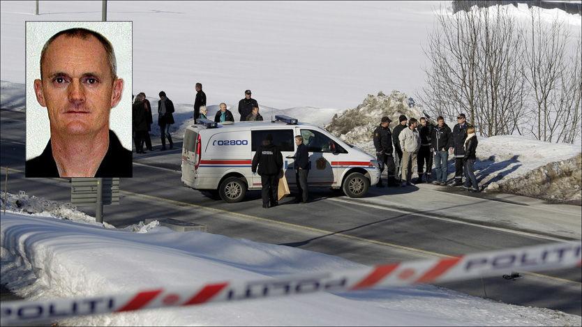 MEID NED: Politimannen Børge Ivarsen (48, innfelt) ble kjørt ned og drept av en 28 år gammel mann under en biljakt i Grimstad. Bildet er tatt under rekonstruksjonen. Foto: SCANPIX/POLITIET