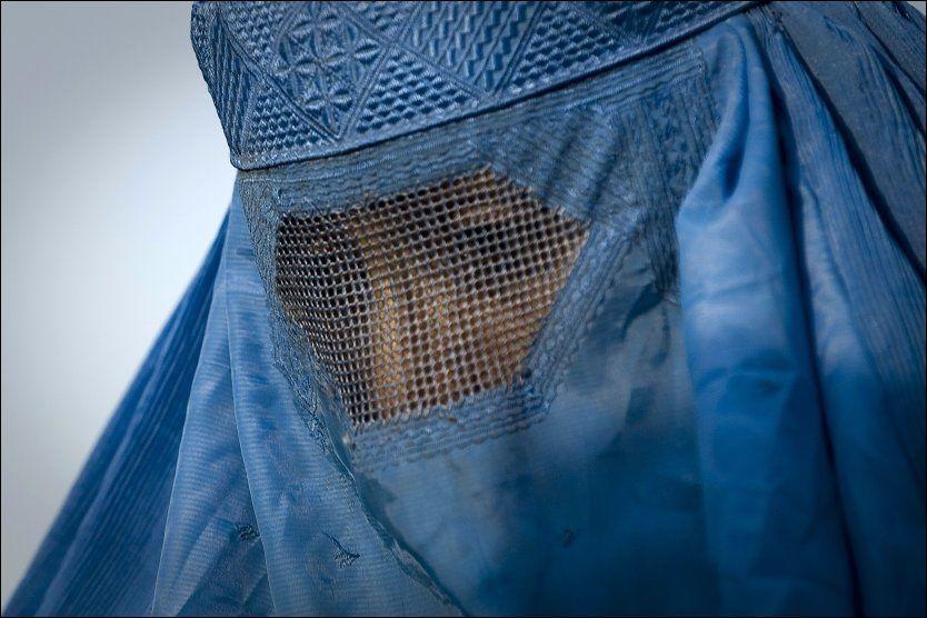 MOT FORBUD: Senatet og nasjonalforsamlingen i Frankrike har vedtatt forbud mot niqab og burka. Foto: AFP