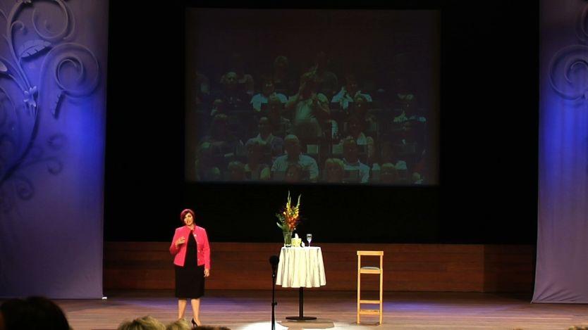 ÅPENT SHOW: Lisa Williams holdt show på Oslo konserthus hvor hun hevdet at hun snakket med de døde. Foto: Endre Alsaker-Nøstdahl