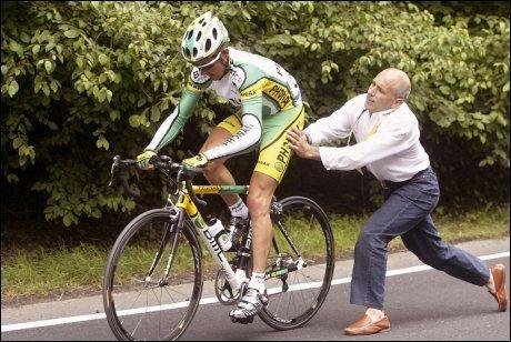 SPANSK SKANDALE: Oscar Sevilla var en høyt ansett rytter da han kjørte for Phonak i 2004. Siden har dopingspekulasjoner sendt ham ut av sirkuset. Nå er han avslørt. Foto: AP
