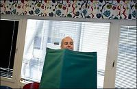 Ydmyk Reinfeldt stemte hjemme i Täby