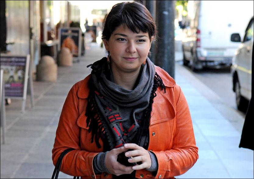 «ULOVLIG NORSK»: Maria Amelie (25) er papirløs asylsøker og har bodd i Norge i åtte år. Hun innrømmer at hun er engstelig for at politiet skal stoppe henne på gata for så å tvangsreturnere henne til Russland. Foto: STIAN EISENTRÄGER
