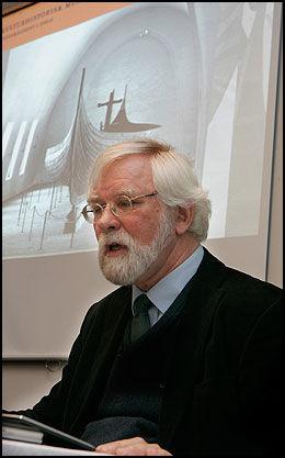 Skeptisk: Professor i arkeologi og direktør ved kulturhistorisk museum, Egil Mikkelsen, tror ikke det blir utgravninger etter vikingskipet som er registrert i Tjølling i Vestfold. Foto: Morten Holm/Scanpix