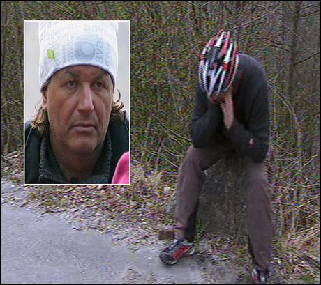 KNAKK SAMMEN: Tom Sandstad (48) måtte ta en pause i syklingen for å la følelsene få fritt utløp i «71 grader Nord». Foto: TVNorge