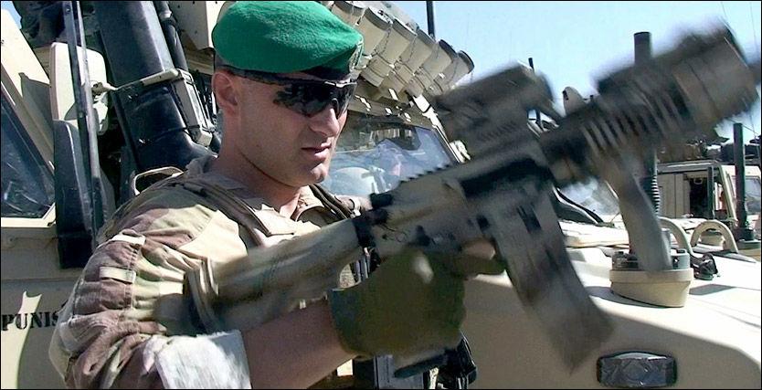 KLAR TIL KAMP: Her gjør major Kristian Simonsen i Telemark bataljon seg klar til en operasjon i Afghanistan. Bildet er tatt 2. juli i år. Foto: Roar Dalmo Moltubak, VGTV