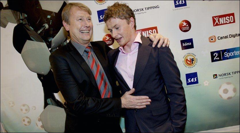 GODE VENNER: Åge Hareide og Ole Gunnar Solskjær har god kontakt. Her er de avbildet i forbindelse med fotballgallaen i 2007. Foto: Scanpix
