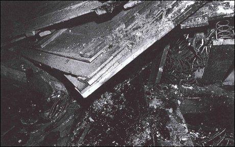 SLAMBEVISET: Åstedsrapportene viser at det på gulvene var et fuktig lag med slam. Likevel ble det ikke funnet spor etter slam på Torgersens sko. Foto: Politiet