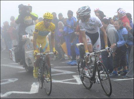 HATSK BLIKK? Forholdet mellom Andy Schleck og Alberto Contador var tidvis litt anstrengt under årets Tour de France. Foto: