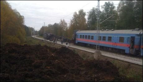 AVSPORING: Flere skal ha blitt skadet etter at vogner på dette toget på vei fra Oslo til Stockholm veltet. Foto: VG Nett-tipser