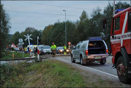 KAOS: Politi, ambulanser og brannvesenet jobber på stedet. Foto: Tor Kjetil Dahl