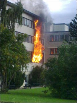 BRANN: Brannstasjonen i Volda brant etter en eksplosjon søndag. Foto: Alva Sivertsen Foto: