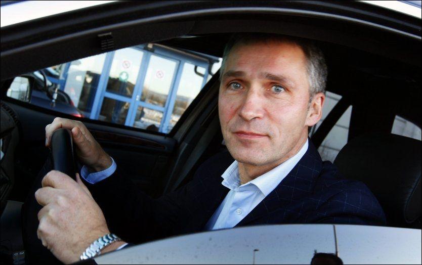 OMSTRIDT: Jens Stoltenberg sier at han ikke vil tvinge kommuner å slå seg sammen dersom de selv ikke ønsker det. Foto: Nils Bjåland/VG