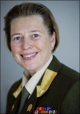 MÅ PRIORITERE: Generalmajor og generalinspektør Kristin Lund i Heimevernet er glad for at flere skal trenes, men sier at hun må prioritere hardt for at forsvarsministeren skal få det som hun vil. Foto: Scanpix