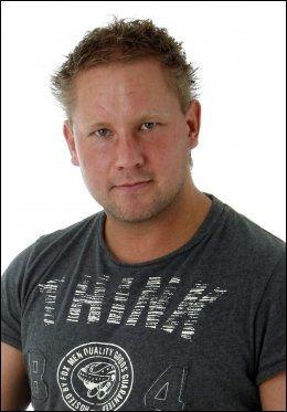 DRILLO-FAN: Aftonbladets Robert Laul holder alltid med Drillo. Foto: Stefan Jerrevång (Aftonbladet)