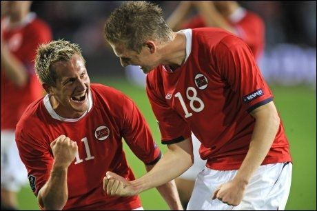 MER JUBEL I KVELD? Morten Gamst Pedersen og Erik Huseklepp jublet etter seieren over Portugal sist. I dag møter de Kypros. Foto: Bjørn S. Delebekk