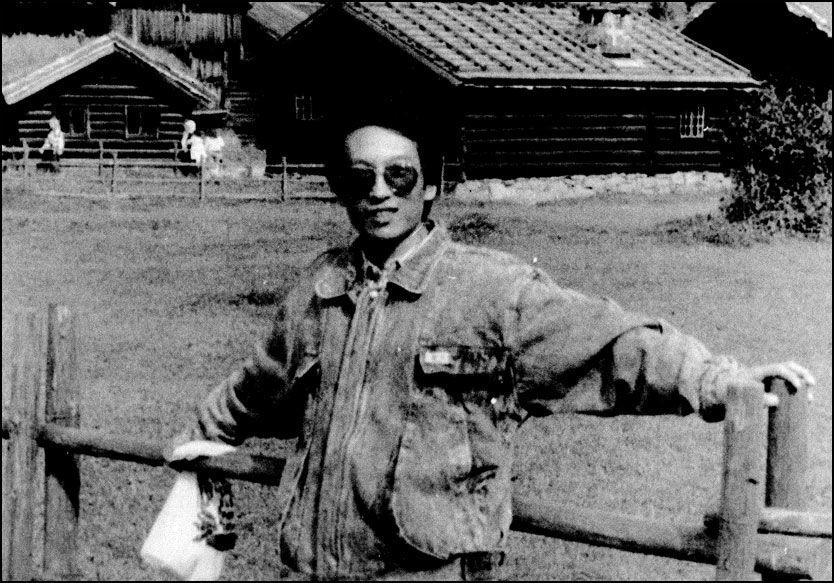 I NORGE: Liu Xiaobo bodde tre måneder i Oslo. Her er han fotografert på Norsk Folkemuseum på Bygdøy sommeren 1988. Foto: Cheng Maiping