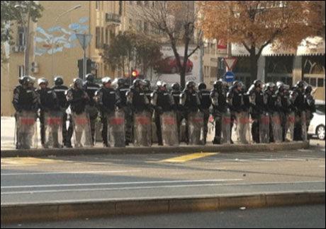 POLITI: 5000 politimenn var satt inn for å holde orden i Beograds gater. Foto: Andreas Elje Lindborg