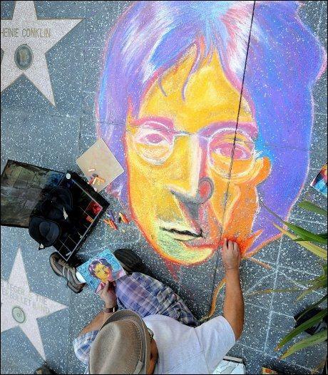 FARGERIK: John Lennon ønsket fred på jord og vil alltid bli husket for det. Foto: Afp