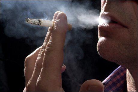 - VIL HA ENDA MER RESTRIKTIV NIKOTIN-POLITIKK: Landsforeningen for hjerte- og lungesyke (LHL) mener Norge bør bli fullstendig røykfritt. Foto: Scanpix
