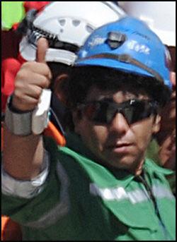 TULLET MED MOR: Victor Zamora (33). Foto: AFP