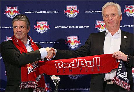 SATSER STORT: Erik Solér og Hans Backe har utrettet mye på kort tid i New York Red Bulls. Nå får de trolig en ny norsk trener med seg i teamet. Foto: AFP