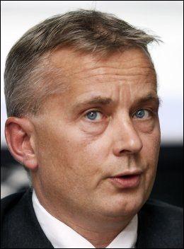 VIL HA ENDRINGER: Justisminister Knut Storberget (Ap) ønsker å sende besøkspoliti til risikofamilier. Foto: