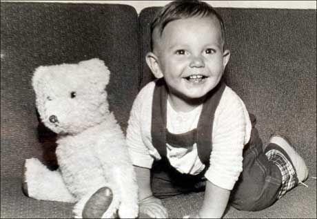 BLE MOBBET: John Ausonius som baby. Han ble født i 1953, og hadde selv innvandrerbakgrunn. Som liten ble han mobbet. Foto: Privat