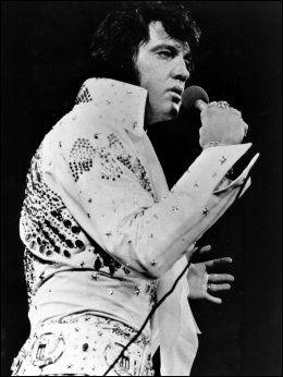 I KJENT STIL: Elvis Presley Foto: AP Photo