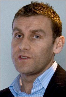 AVVISER: Ryanair-talsmann Stephen McNamara sier de tvert imot har planer om å satse mer på Rygge lufthavn. Foto: Scanpix