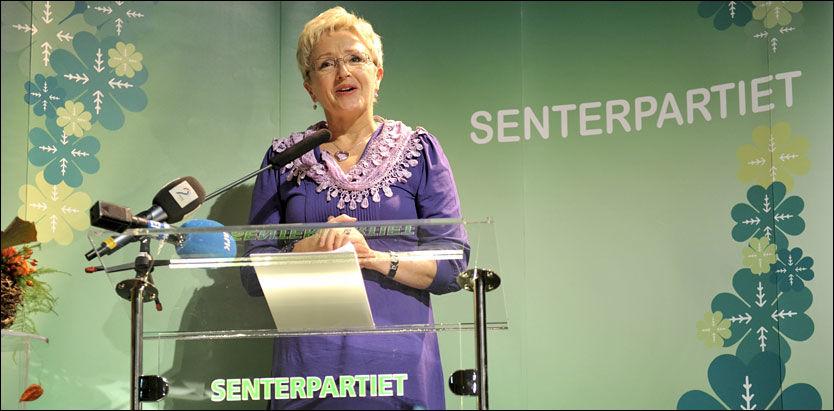 PARTIFEST: - Vi er i tungvektsklassen selv om vi veier mindre enn de tyngste, sa Senterparti-leder Liv Signe Navarsete i sin tale under partiets 90-årsfeiring. Foto: Scanpix
