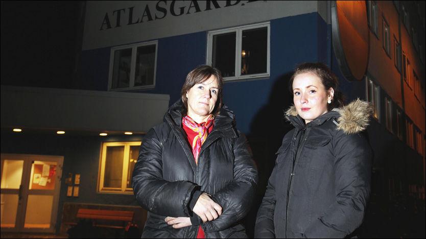 SJOKKERTE: Inger Johanne Sevaldson og Kathrine Haugen bor begge i Atlasgården. Foto: Knut Erik Knudsen