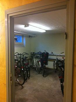 REPARERTE SYKLER: En nabo forteller at den pågrepne mannen pleide å reparere sykler i kjelleren. Foto: Tanja Irén Berg