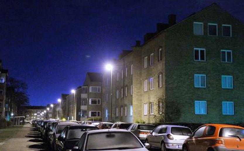 PÅGREPET: Politiet gikk lørdag kveld til aksjon mot leiligheten til 38-åringen som bor i en leilighet i denne blokken i Malmö. Foto: Patrik Persson