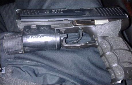 HK P30: Pistolen, en 9mm fra Heckler and Koch, tilhørte en politimann som hadde gått av vakt. Foto: VG Nett-tipser.