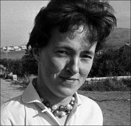 DØDE FREDAG: Svanhild Hartvigsen ble kjent som «ørne-jenta». Her er hun fotografert i 1963. Hartvigsen ble 82 år gammel. Foto: SCANPIX
