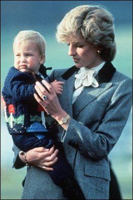 PÅ MAMMAS ARM: Prins William og prinsesse Diana i 1983. Foto: Wenn