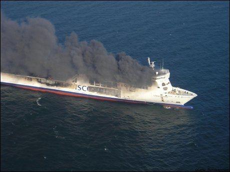 BRANT UT: DFDS-ferja «Lisco Gloria» brant i 30 timer og ble totalødelagt i oktober. Foto: AFP