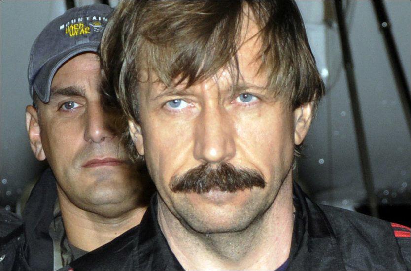 «DØDENS KJØPMANN»: Russiske Viktor Bout (43) er anklaget for utstrakt våpensmugling på flere kontinenter. Nå er han utlevert fra Thailand til USA. Foto: AP