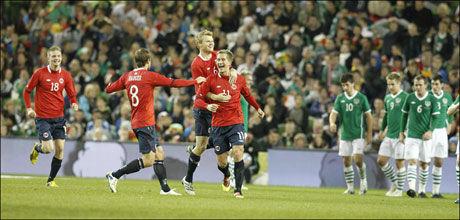 1-1: Morten Gamst Pedersen og kompani jubler for 1-1-målet etter 33 minutter. Foto: Erlend Aas, Scanpix